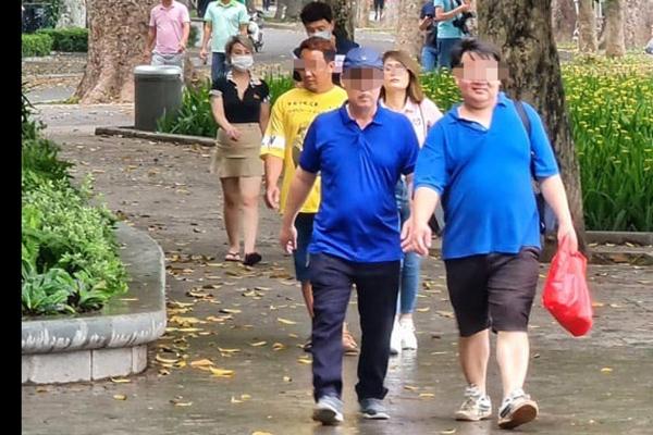 Người trở về Hà Nội sau dịp nghỉ lễ 30/4 phải khai báo y tế - 1