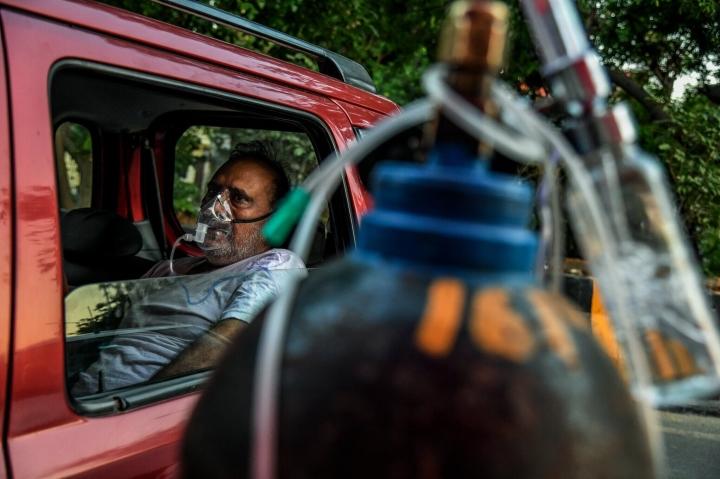 Thế giới ra tay giải cứu có đủ giúp Ấn Độ chặn đứng sóng thần COVID-19? - 1