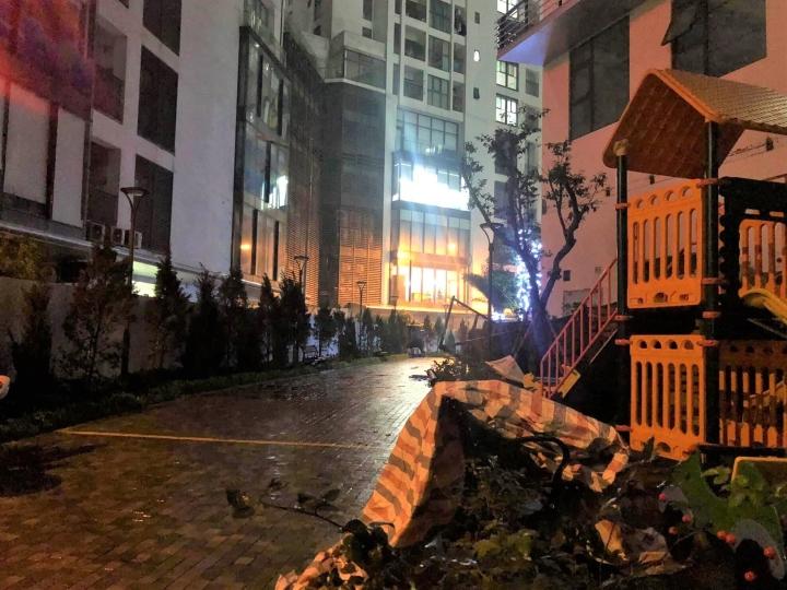 Dàn điều hoà khổng lồ ở chung cư Hà Nội đổ sập xuống sân chơi trẻ em - 8