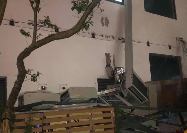 Dàn điều hoà khổng lồ ở chung cư Hà Nội đổ sập xuống sân chơi trẻ em - 2