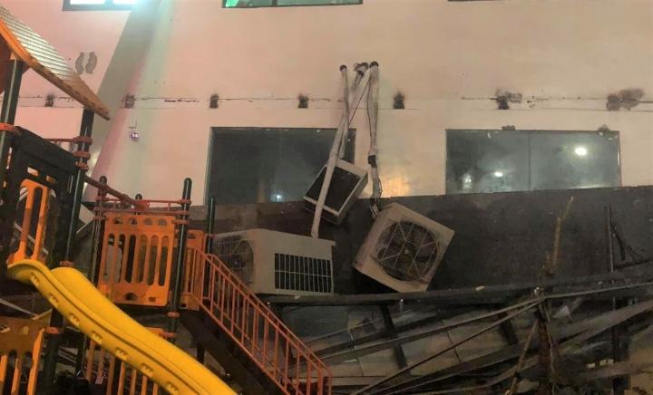 Dàn điều hoà khổng lồ ở chung cư Hà Nội đổ sập xuống sân chơi trẻ em - 4