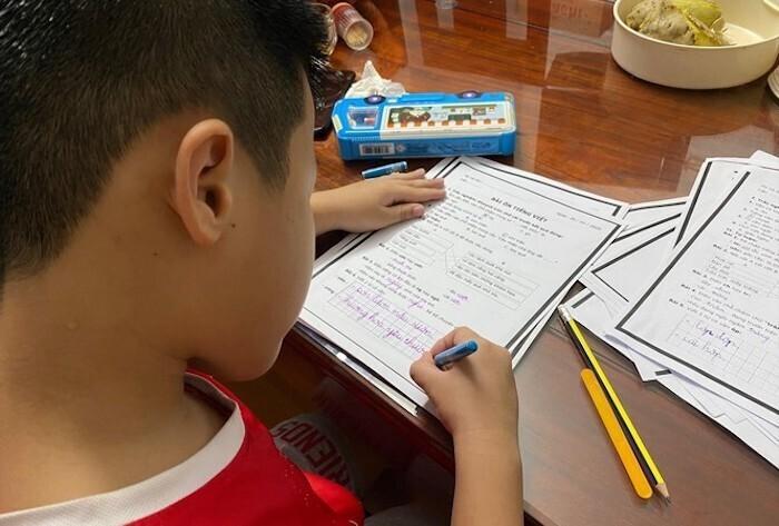 Học sinh không đến trường, phụ huynh Hà Nội đau đầu tìm cách trông con