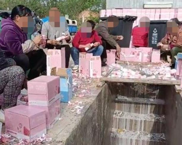 Đổ sữa xuống cống để ủng hộ thần tượng - 'cơn cuồng' trong showbiz Hoa ngữ