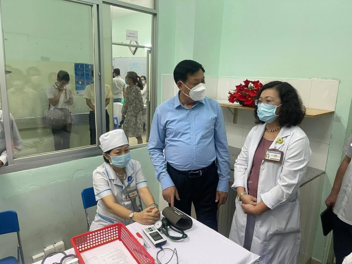 Nữ nhân viên y tế tại An Giang qua đời sau khi tiêm vaccine COVID-19 - 1
