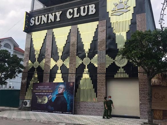 Thêm 4 ca nghi mắc COVID-19 liên quan quán karaoke Sunny và massage Hoa Sen - 1