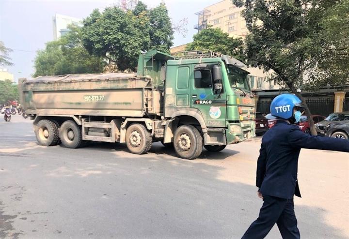 Hôm nay, xét xử 4 cựu thanh tra giao thông bảo kê 'logo xe vua' ở Hà Nội