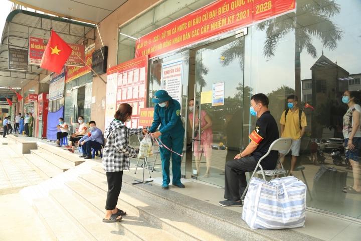 Người dân Hà Nội không tụ tập quá 10 người ngoài phạm vi công sở, trường học - 1