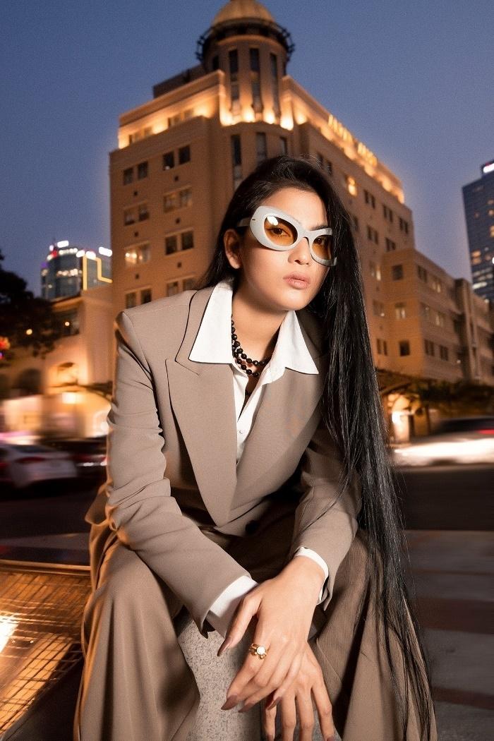 Trương Thị May khoe loạt kính hàng hiệu khi vào hè - 11