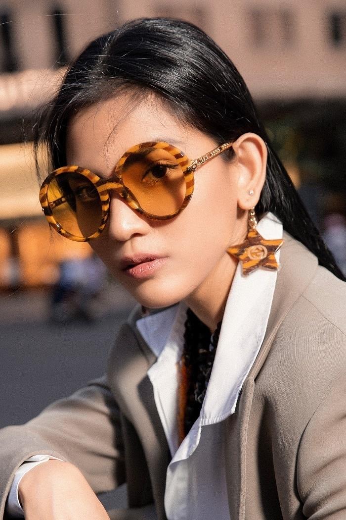 Trương Thị May khoe loạt kính hàng hiệu khi vào hè - 10