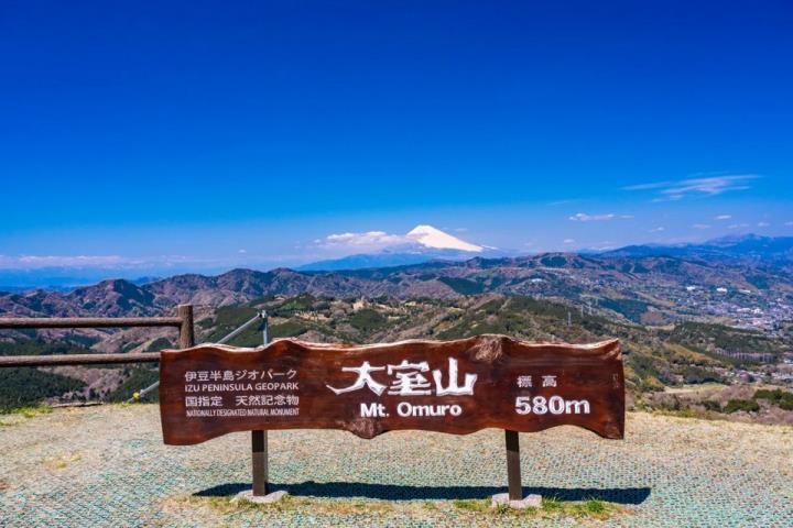 Ngọn núi lửa xanh mướt như bánh trà xanh siêu to dành tặng người yêu thiên nhiên - 2