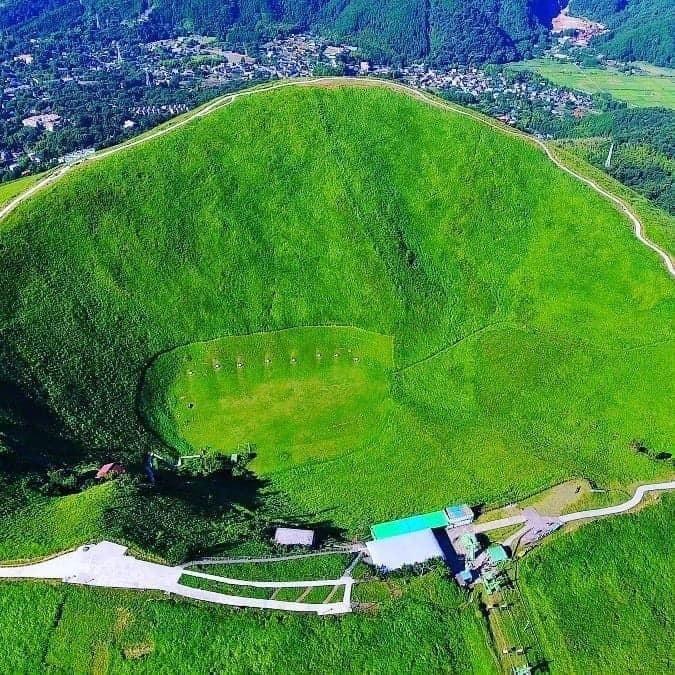 Ngọn núi lửa xanh mướt như bánh trà xanh siêu to dành tặng người yêu thiên nhiên - 6