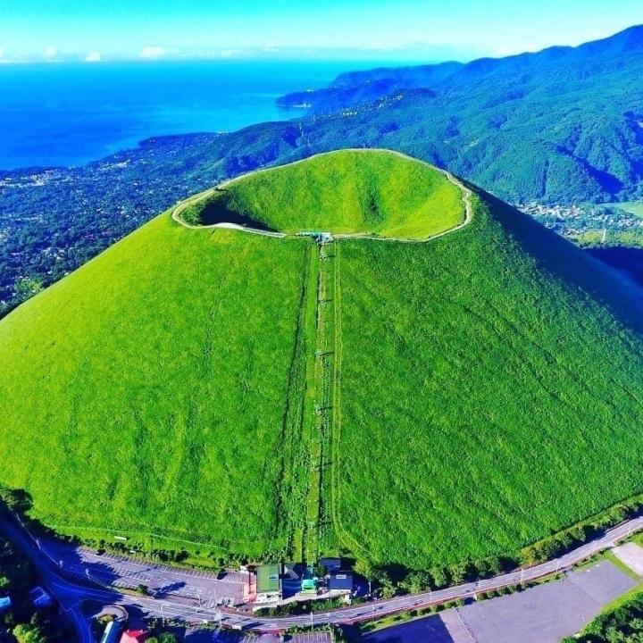 Ngọn núi lửa xanh mướt như bánh trà xanh siêu to dành tặng người yêu thiên nhiên - 7