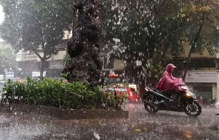 Bắc Bộ mưa lớn, nguy cơ lũ quét và sạt lở đất ở vùng núi - 1