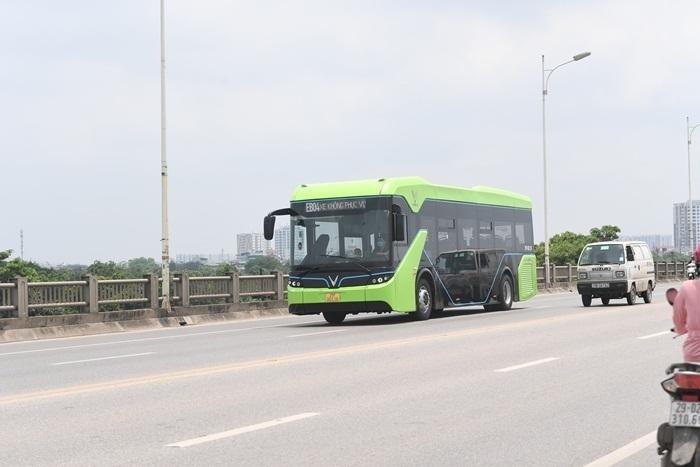 Ảnh: Xe buýt điện thông minh VinBus chạy thử tuyến nội đô Hà Nội - 1