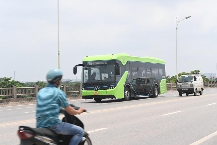 Ảnh: Xe buýt điện thông minh VinBus chạy thử tuyến nội đô Hà Nội - 9