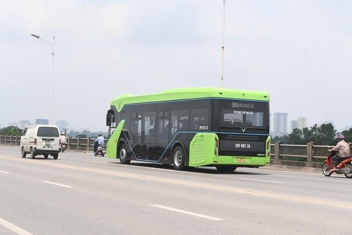 Ảnh: Xe buýt điện thông minh VinBus chạy thử tuyến nội đô Hà Nội - 3