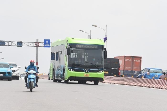 Ảnh: Xe buýt điện thông minh VinBus chạy thử tuyến nội đô Hà Nội - 4