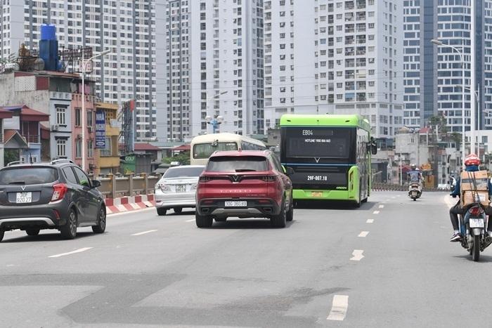 Ảnh: Xe buýt điện thông minh VinBus chạy thử tuyến nội đô Hà Nội - 5