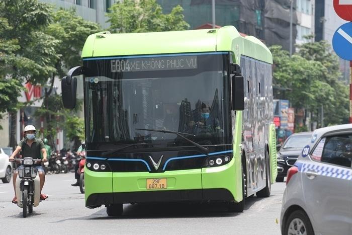 Ảnh: Xe buýt điện thông minh VinBus chạy thử tuyến nội đô Hà Nội - 6