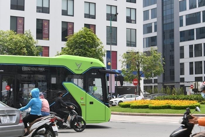 Ảnh: Xe buýt điện thông minh VinBus chạy thử tuyến nội đô Hà Nội - 11