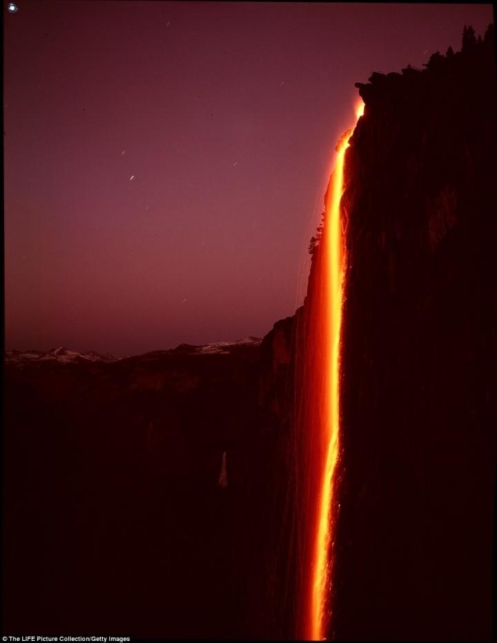 Ngọn thác độc nhất trên Trái Đất tuôn trào ra 'lửa', hùng vĩ và đẹp đến mê hoặc - 4
