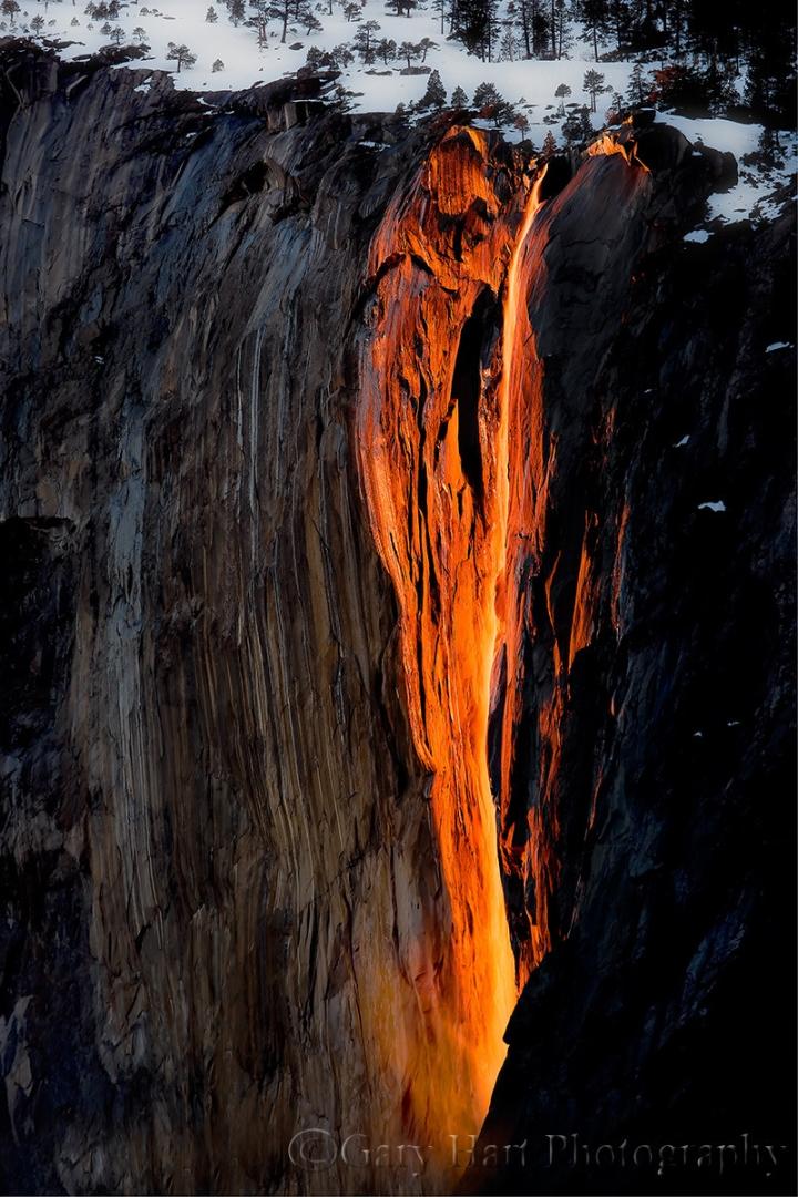 Ngọn thác độc nhất trên Trái Đất tuôn trào ra 'lửa', hùng vĩ và đẹp đến mê hoặc - 2