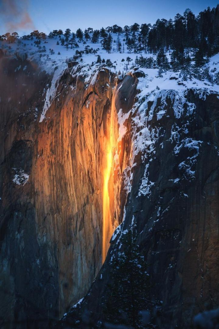 Ngọn thác độc nhất trên Trái Đất tuôn trào ra 'lửa', hùng vĩ và đẹp đến mê hoặc - 5
