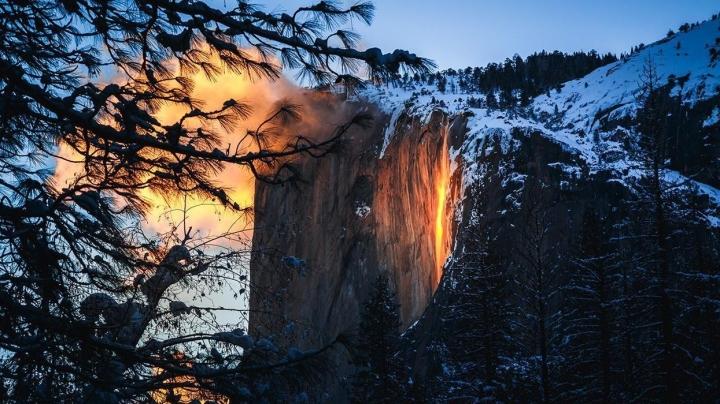 Ngọn thác độc nhất trên Trái Đất tuôn trào ra 'lửa', hùng vĩ và đẹp đến mê hoặc - 6