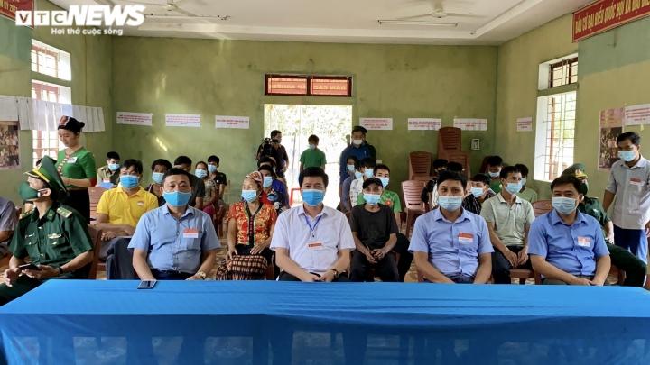 Đồng bào dân tộc thiểu số ở 4 huyện biên giới Nghệ An rộn ràng đi bầu cử sớm  - 5