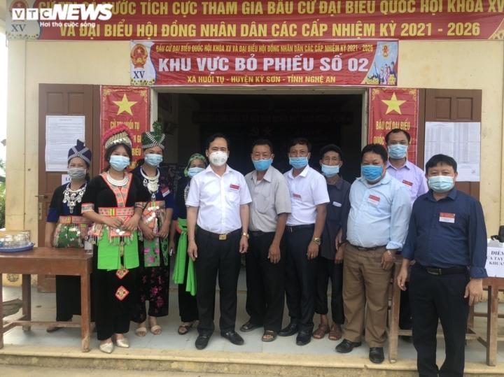Đồng bào dân tộc thiểu số ở 4 huyện biên giới Nghệ An rộn ràng đi bầu cử sớm  - 10