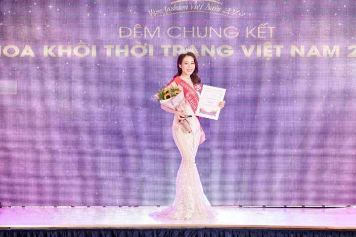 Ngất ngây trước nhan sắc mong manh tựa nàng thơ của Á khôi Đỗ Hà Trang - 1