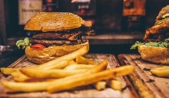 Tác hại khôn lường của thức ăn nhanh không phải ai cũng biết - 1