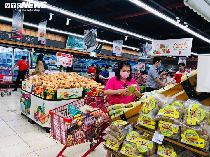 Ảnh: Người dân TP.HCM đổ xô đi mua thực phẩm trước giờ giãn cách xã hội  - 5