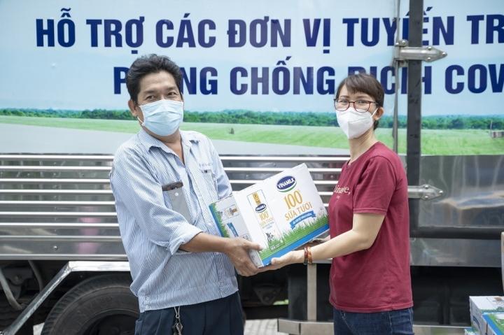 Vinamilk tiếp sức lực lượng tuyến đầu sàng lọc cho người dân TP.HCM - 3