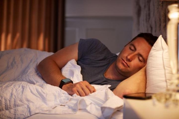Vì sao bạn bị giật mình khi ngủ? - 1