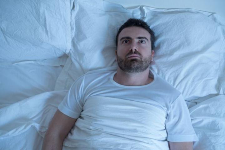 Vì sao bạn bị giật mình khi ngủ? - 2