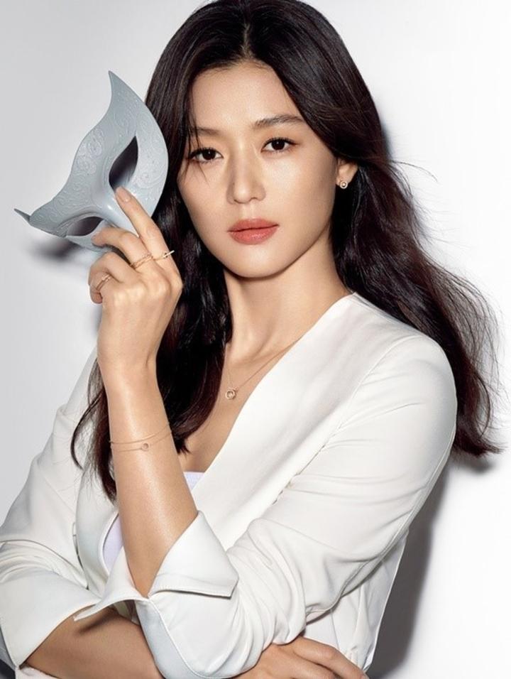 Khối tài sản khổng lồ của Jun Ji Hyun, sao nữ có cát-sê cao nhất Hàn Quốc
