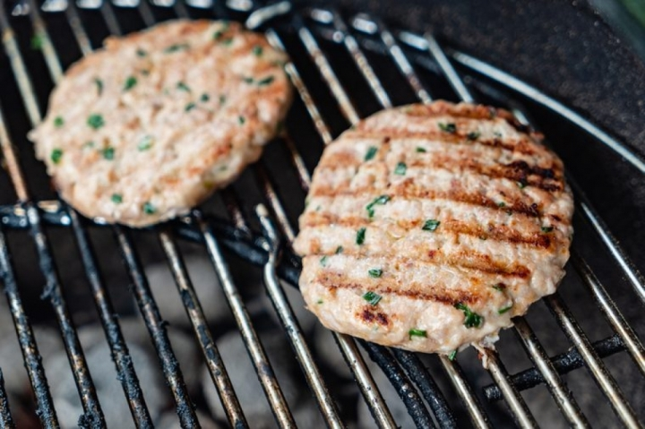 Những thực phẩm nên hạn chế ăn vào mùa hè  - 5