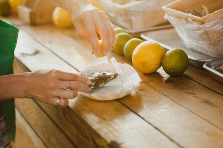 Những thực phẩm nên hạn chế ăn vào mùa hè  - 6
