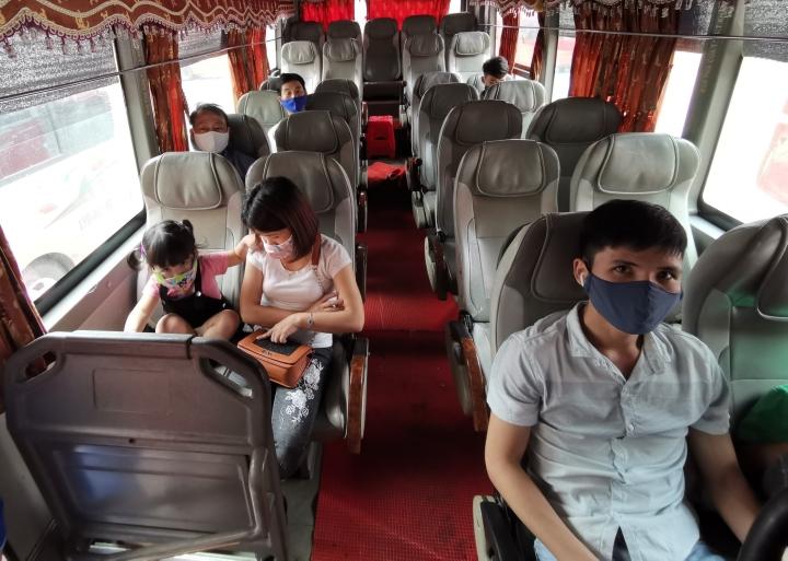 Cần làm gì để tránh lây nhiễm SARS-CoV-2 khi đi xe khách, xe buýt? - 1