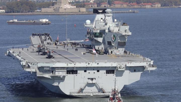 فیلیپین از کشتی های جنگی انگلیس در دریای شرقی استقبال می کند - 1