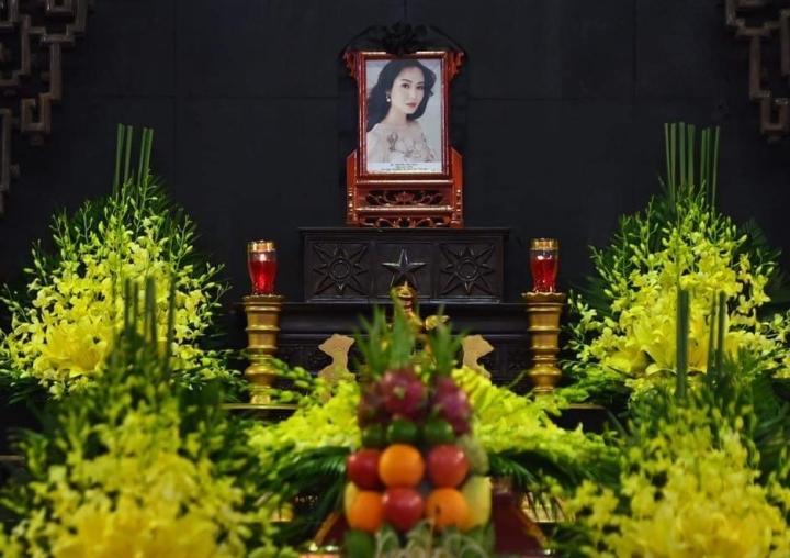 Người thân, bạn bè đưa tiễn Hoa hậu Thu Thủy