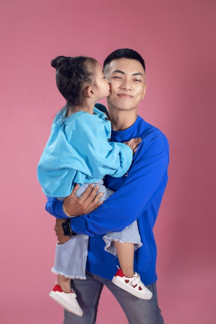 Ảnh: Gia đình Khánh Thi, Phan Hiển tinh nghịch trong bộ ảnh mùa hè - 7