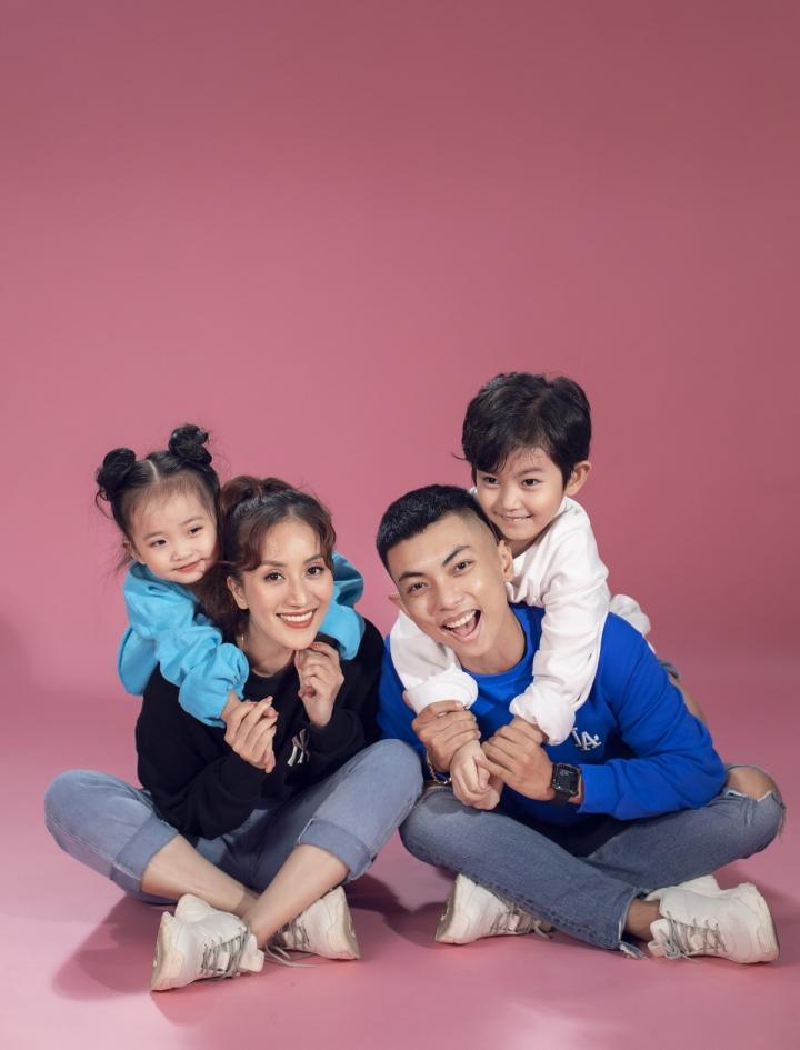 Ảnh: Gia đình Khánh Thi, Phan Hiển tinh nghịch trong bộ ảnh mùa hè - 8