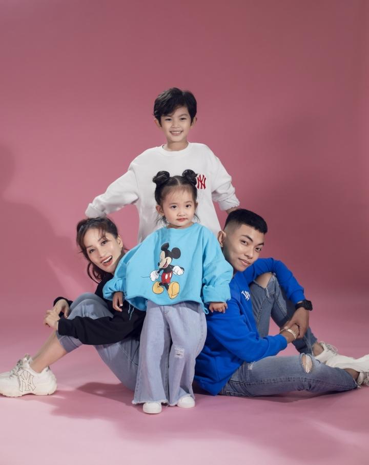 Ảnh: Gia đình Khánh Thi, Phan Hiển tinh nghịch trong bộ ảnh mùa hè - 6