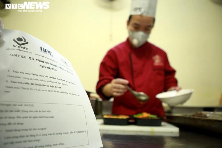 Giám khảo Masterchef Vietnam chế biến 600 suất ăn mỗi ngày gửi vào tâm dịch - 11