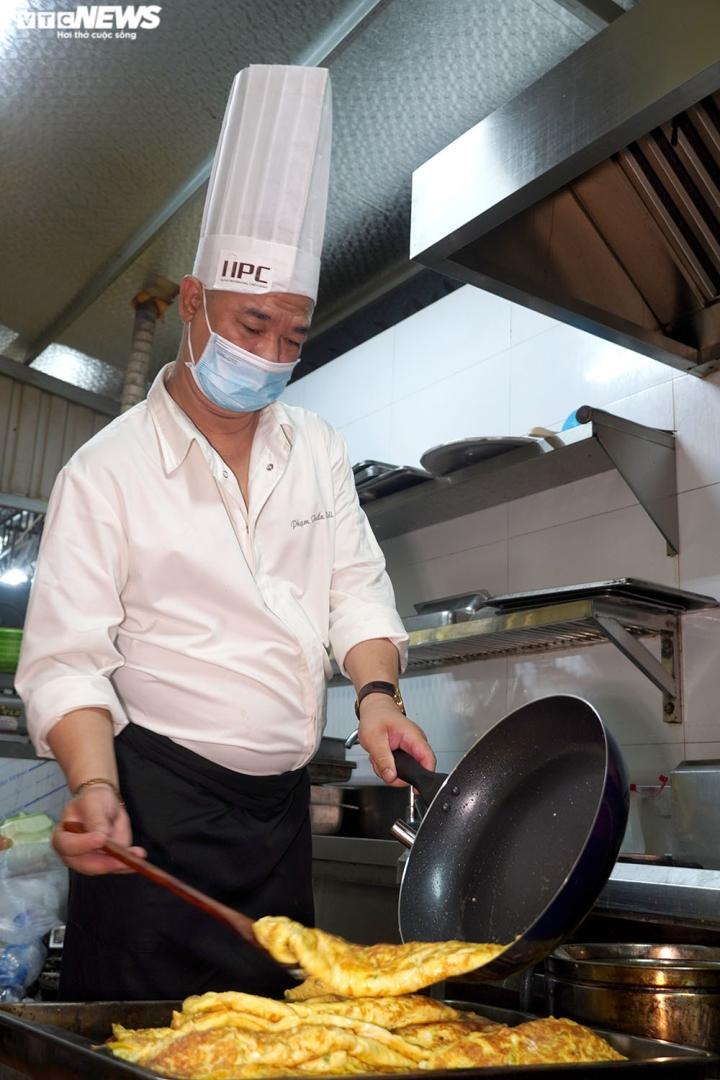 Giám khảo Masterchef Vietnam chế biến 600 suất ăn mỗi ngày gửi vào tâm dịch - 3