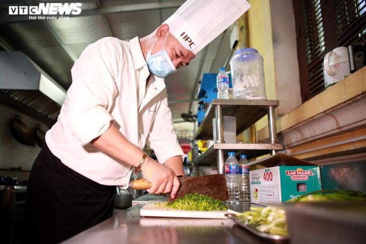 Giám khảo Masterchef Vietnam chế biến 600 suất ăn mỗi ngày gửi vào tâm dịch - 5