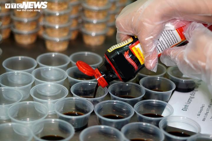 Giám khảo Masterchef Vietnam chế biến 600 suất ăn mỗi ngày gửi vào tâm dịch - 9