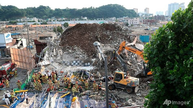 یک ساختمان بلند در کره جنوبی فرو ریخت و منجر به کشته شدن حداقل 9 نفر شد - 1